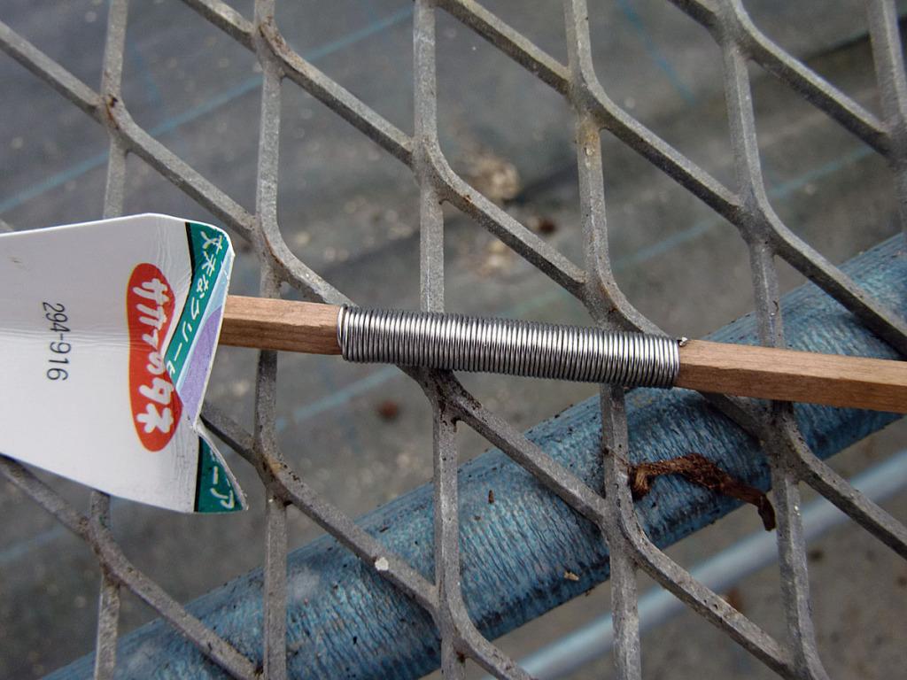 割り箸にステンレス線を巻きます